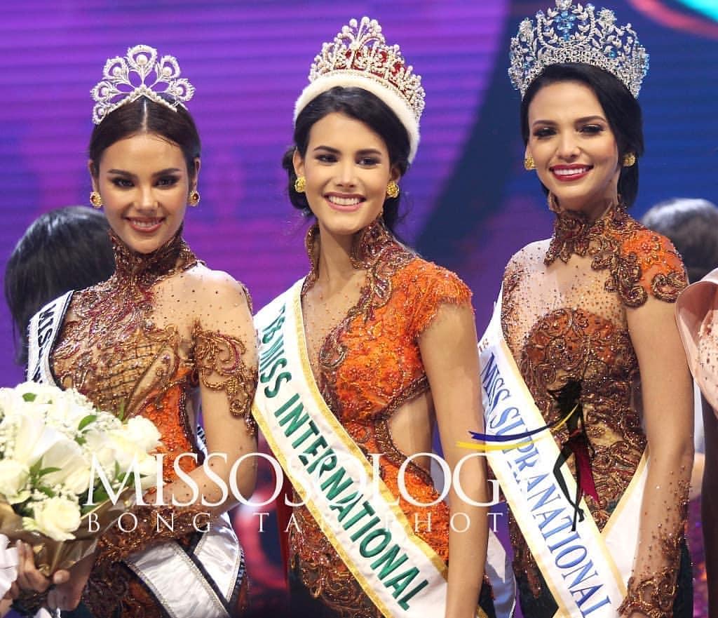 foto de miss universe 2018, miss international 2018 & miss supranational 2018 durante final de puteri indonesia 2019. 53233610