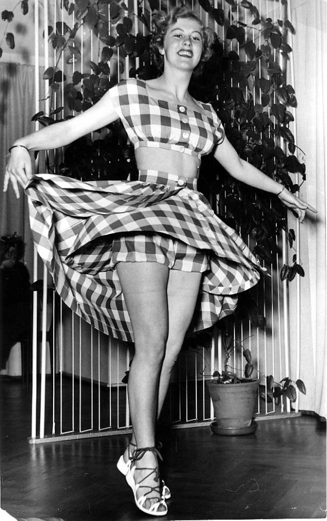 armi kuusela, miss universe 1952. primera mu. - Página 2 Armi2b22