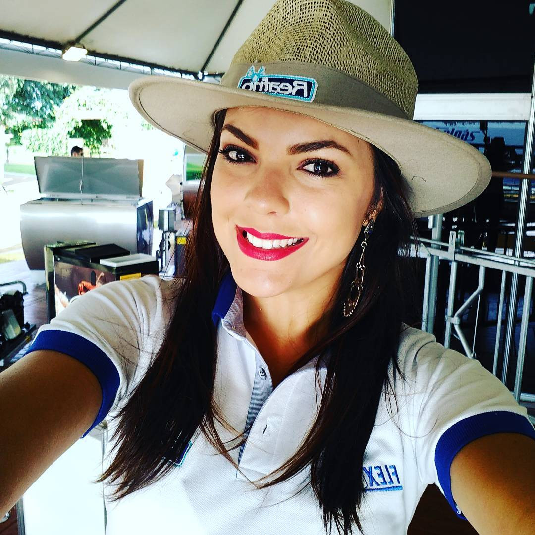jessica poeta lirio, miss friendship brazil 2021/top 10 de miss tourism queen international 2015. - Página 5 Bz7jwj10