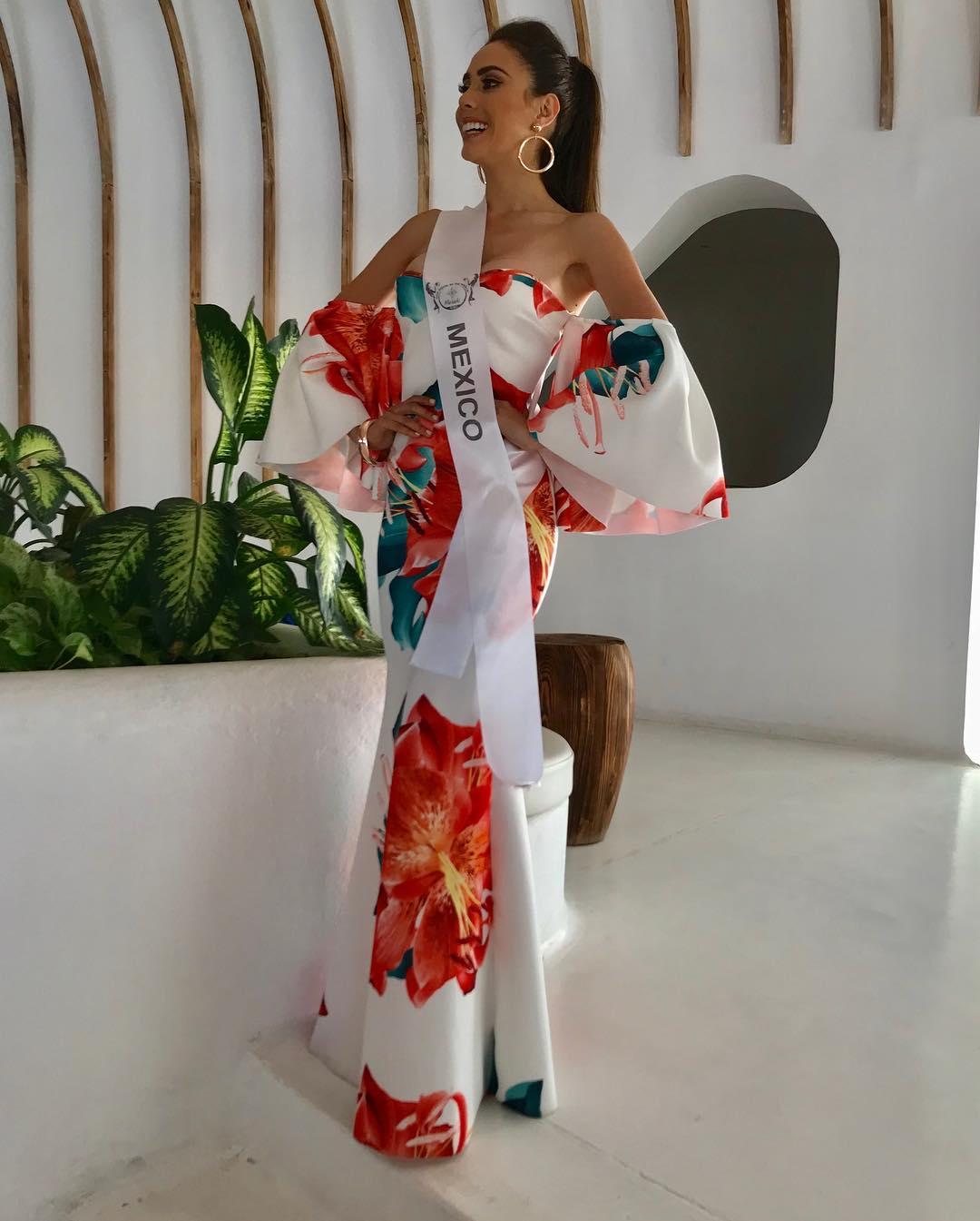 ivonne hernandez, semifinalista de top model of the world 2018. - Página 4 Cm9crs10