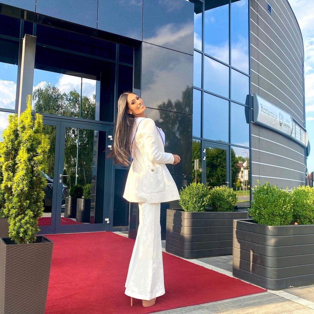 valentina aldana, miss supranational colombia 2021. - Página 7 Downl228