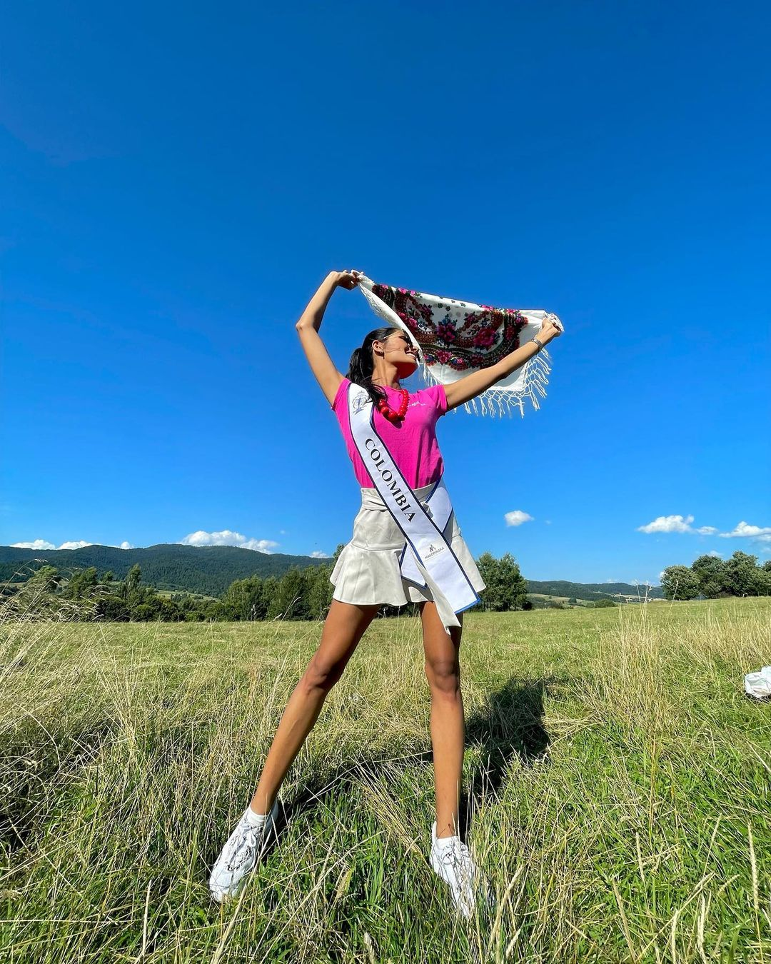 valentina aldana, miss supranational colombia 2021. - Página 6 Downlo46