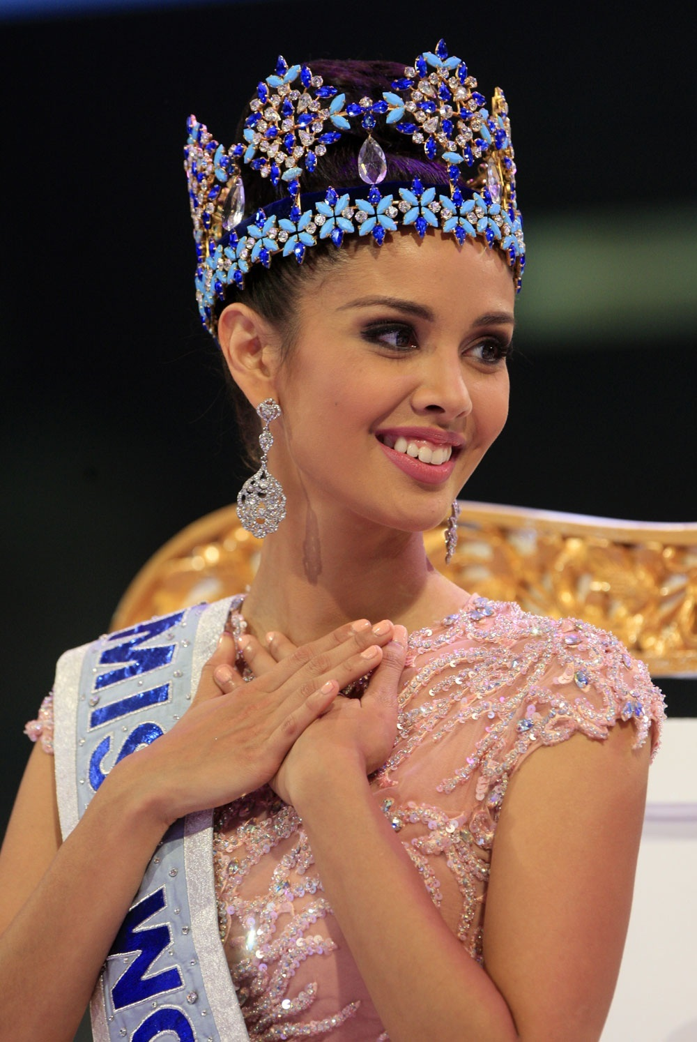 megan young, miss world 2013. - Página 2 E0482410