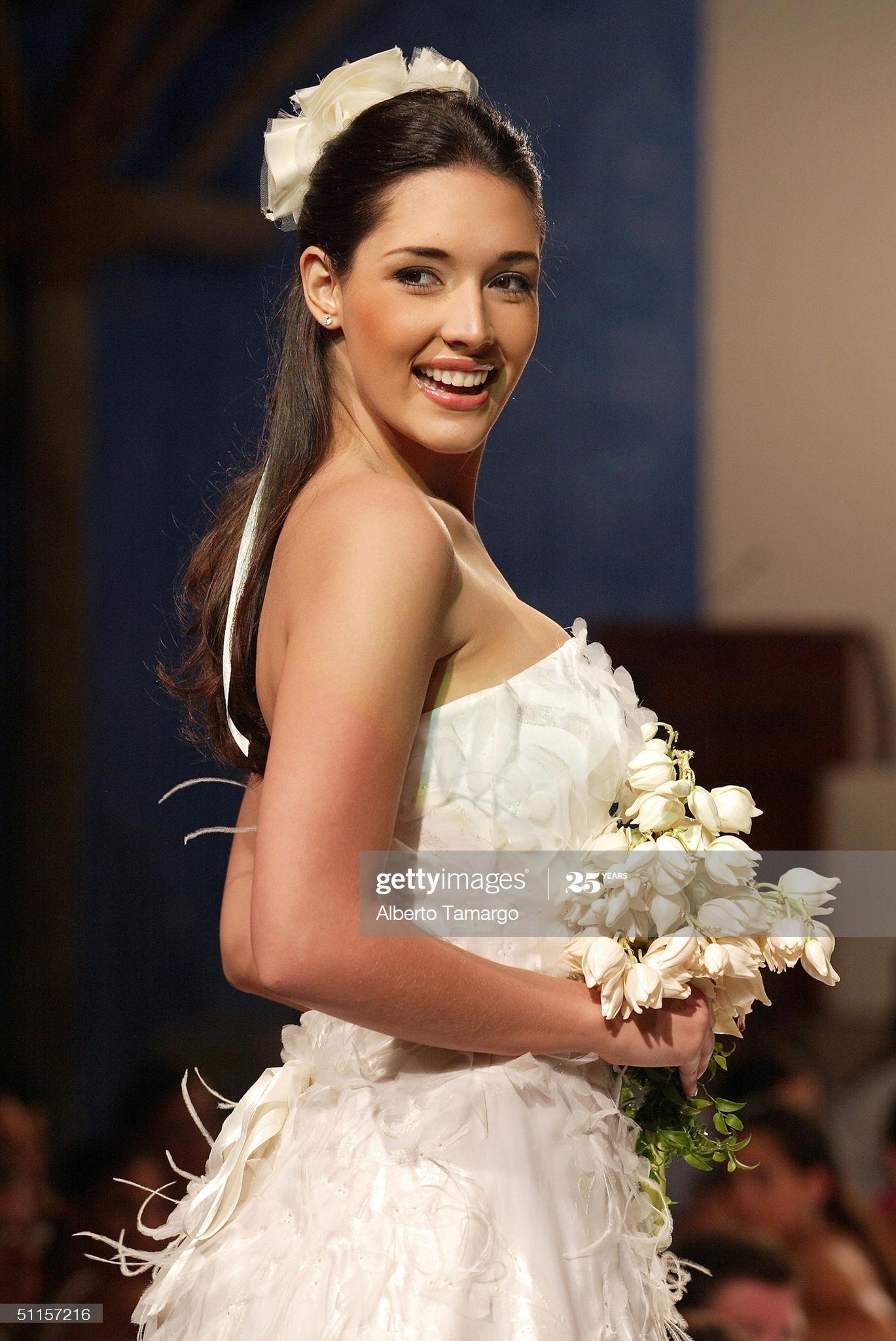 ════ ∘◦❁◦∘ ════ Amelia Vega, Miss Universe 2003. ════ ∘◦❁◦∘ ════ - Página 14 Former15