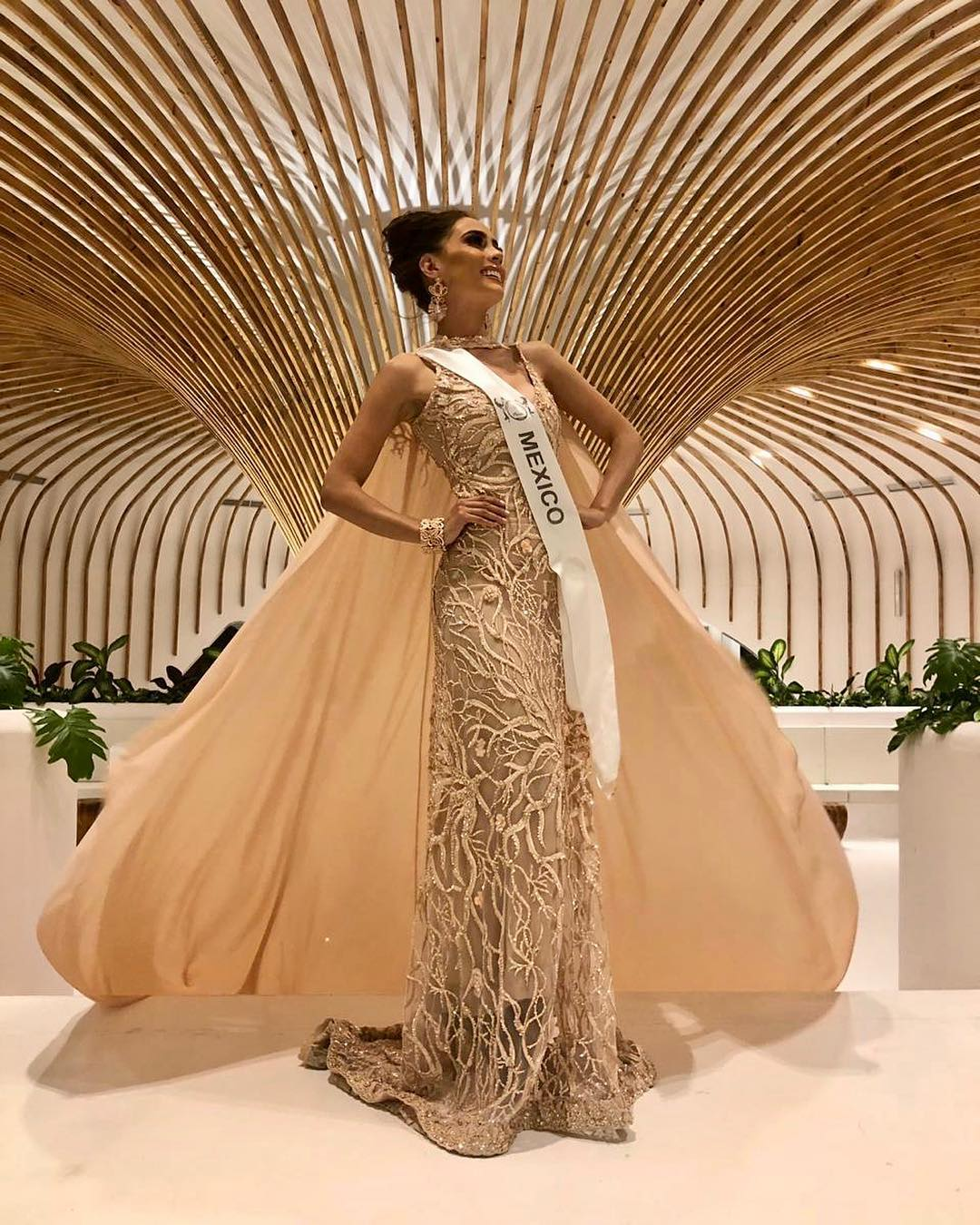 ivonne hernandez, semifinalista de top model of the world 2018. - Página 4 Ge5lub10