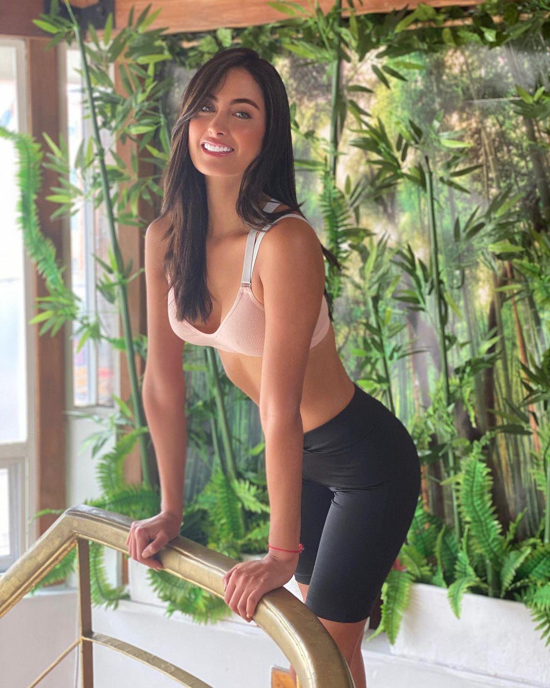 juliana franco, top 16 de miss colombia universo 2020/miss earth water 2017. - Página 21 Julifr17