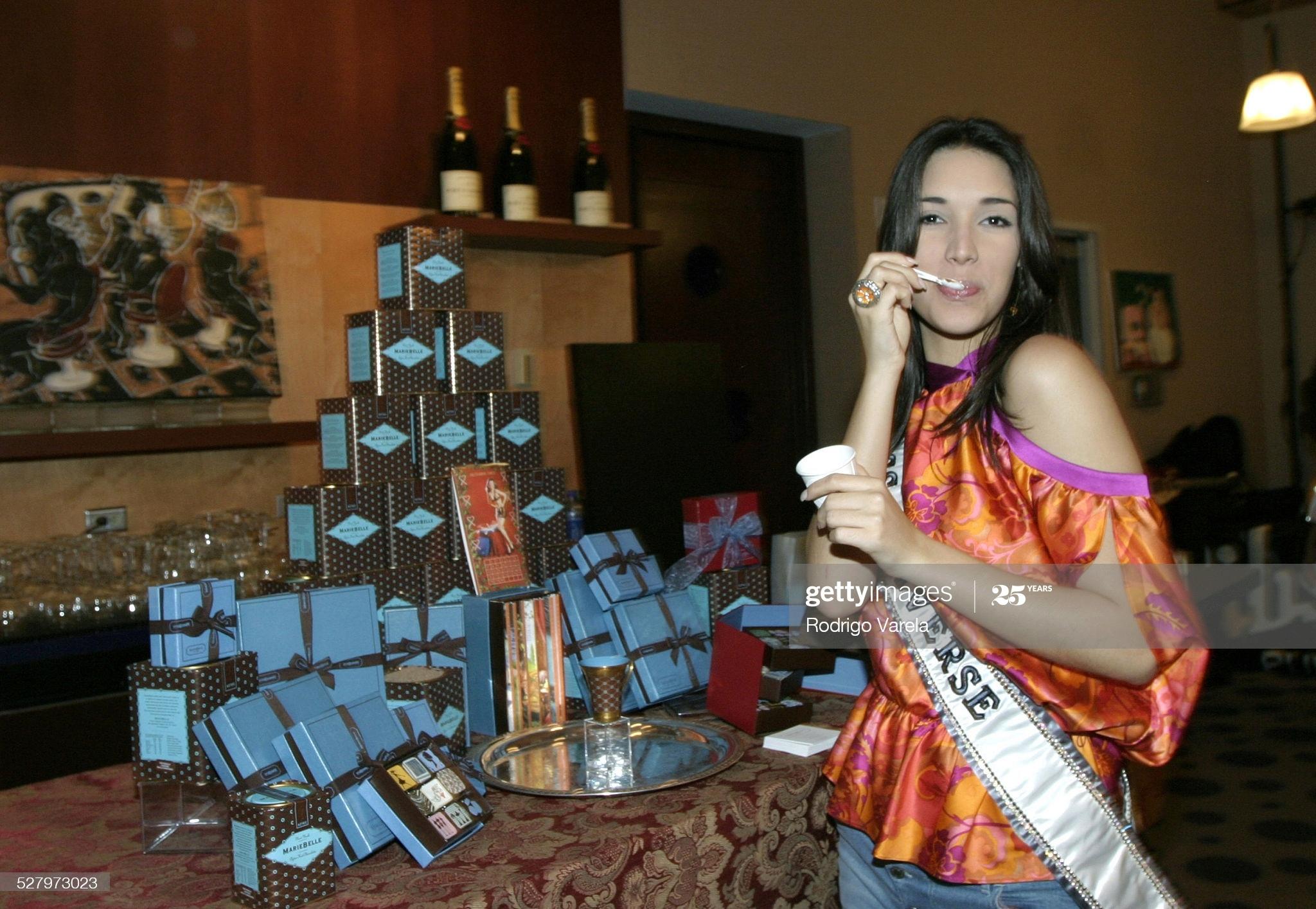 ════ ∘◦❁◦∘ ════ Amelia Vega, Miss Universe 2003. ════ ∘◦❁◦∘ ════ - Página 11 Miss-u47
