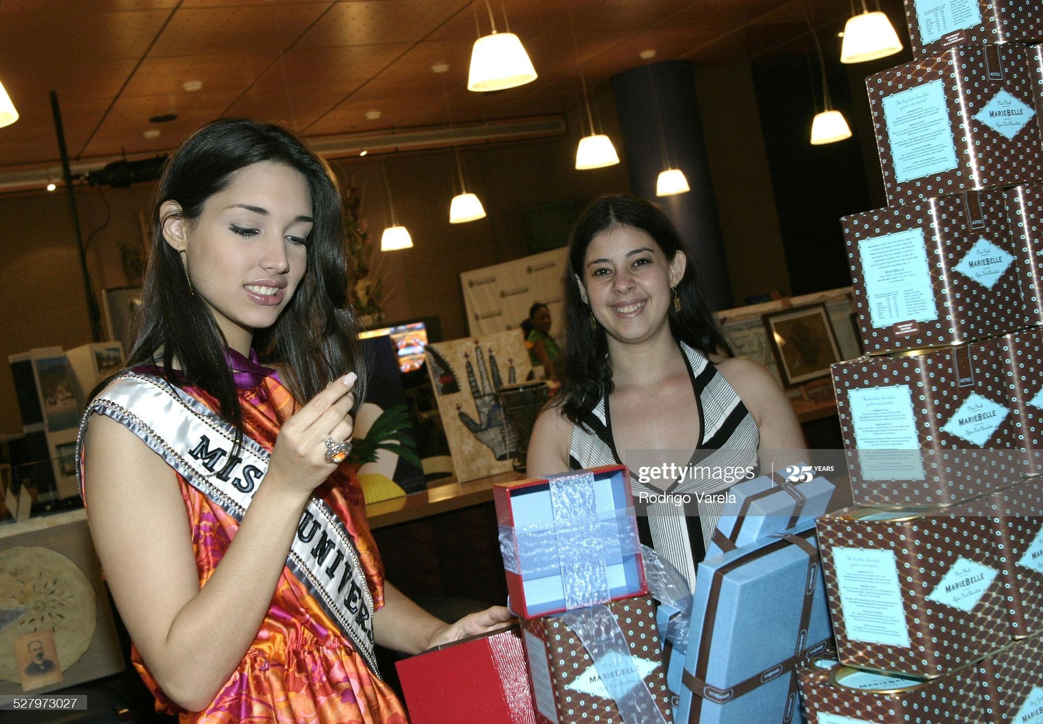 ════ ∘◦❁◦∘ ════ Amelia Vega, Miss Universe 2003. ════ ∘◦❁◦∘ ════ - Página 12 Miss-u50