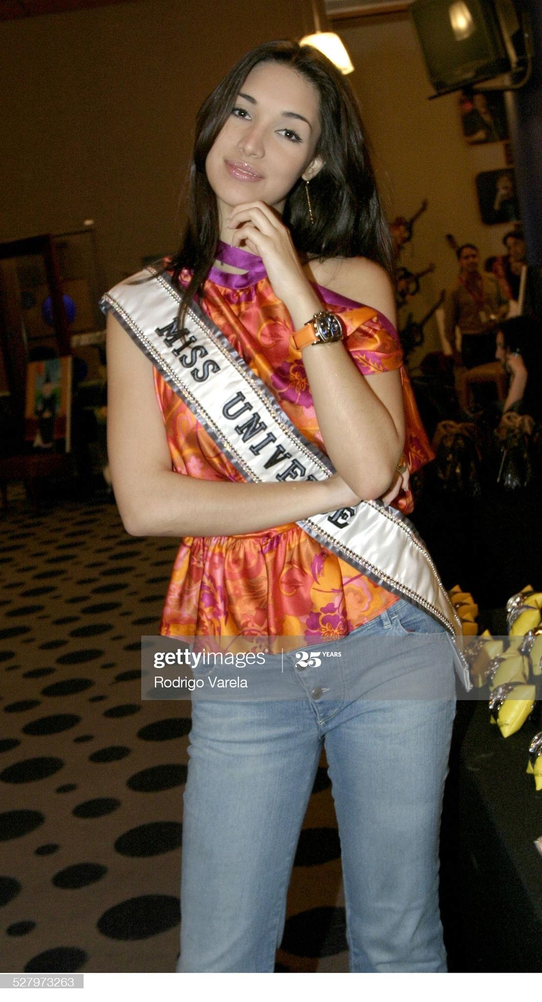 ════ ∘◦❁◦∘ ════ Amelia Vega, Miss Universe 2003. ════ ∘◦❁◦∘ ════ - Página 12 Miss-u54