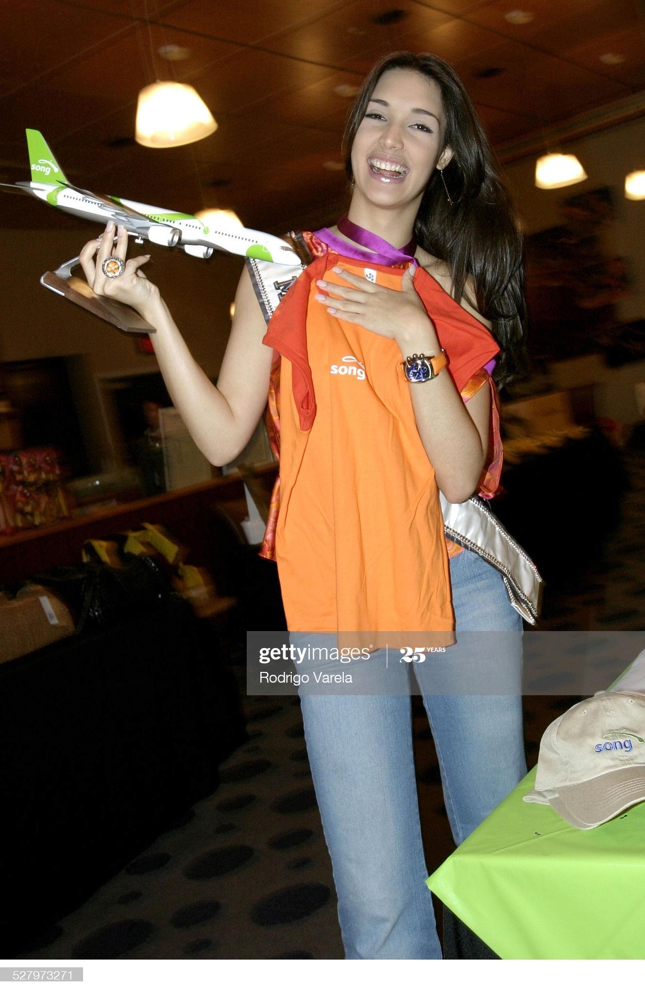 ════ ∘◦❁◦∘ ════ Amelia Vega, Miss Universe 2003. ════ ∘◦❁◦∘ ════ - Página 12 Miss-u55