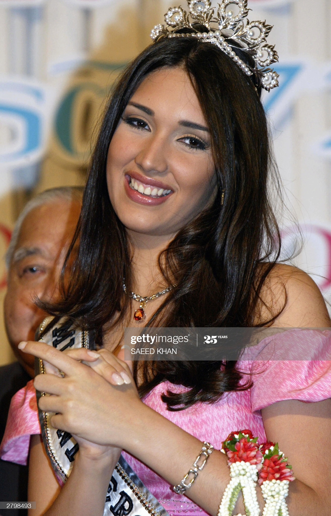════ ∘◦❁◦∘ ════ Amelia Vega, Miss Universe 2003. ════ ∘◦❁◦∘ ════ - Página 14 Miss-u63