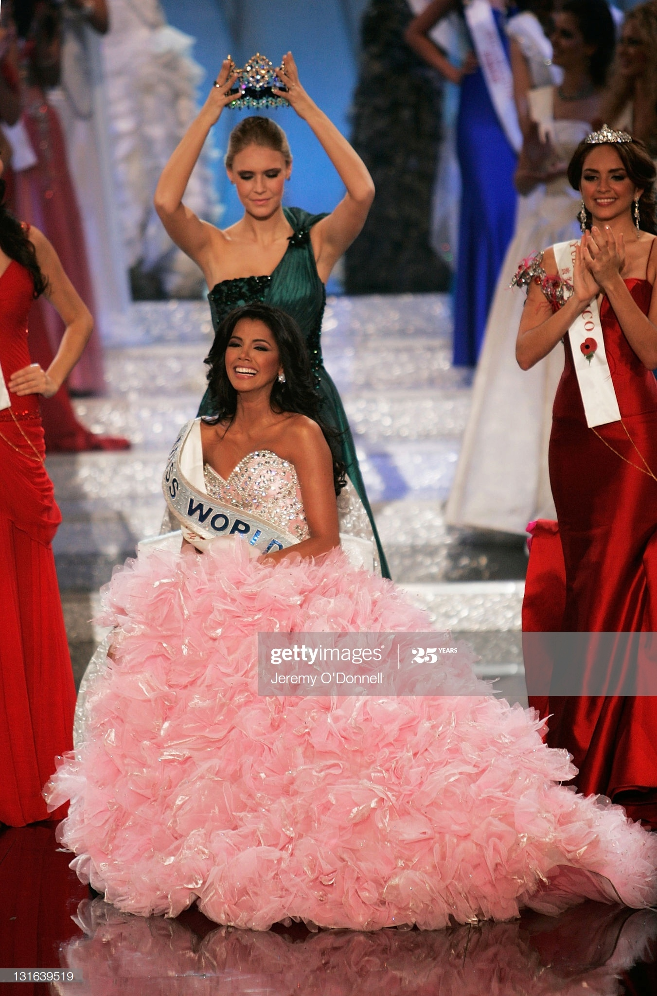 alexandria mills, miss world 2010. - Página 8 Miss-v19