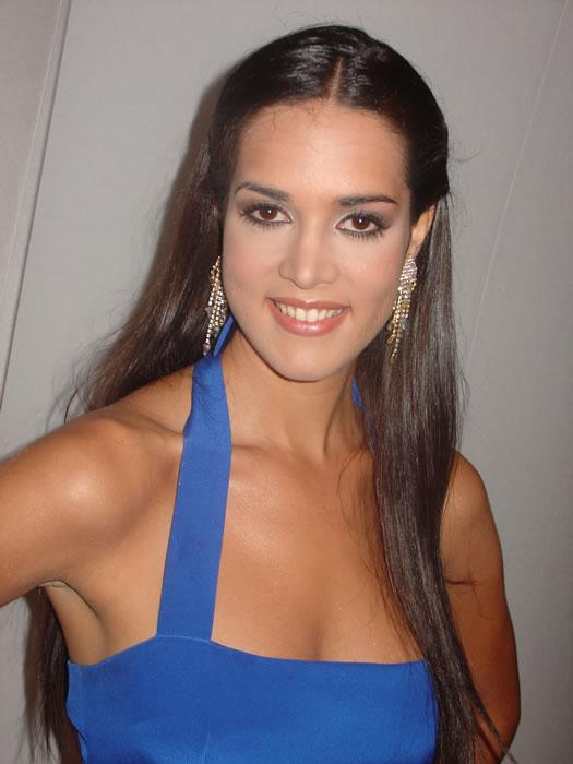 monica spear, top 5 de miss universe 2005. † - Página 16 Monica13