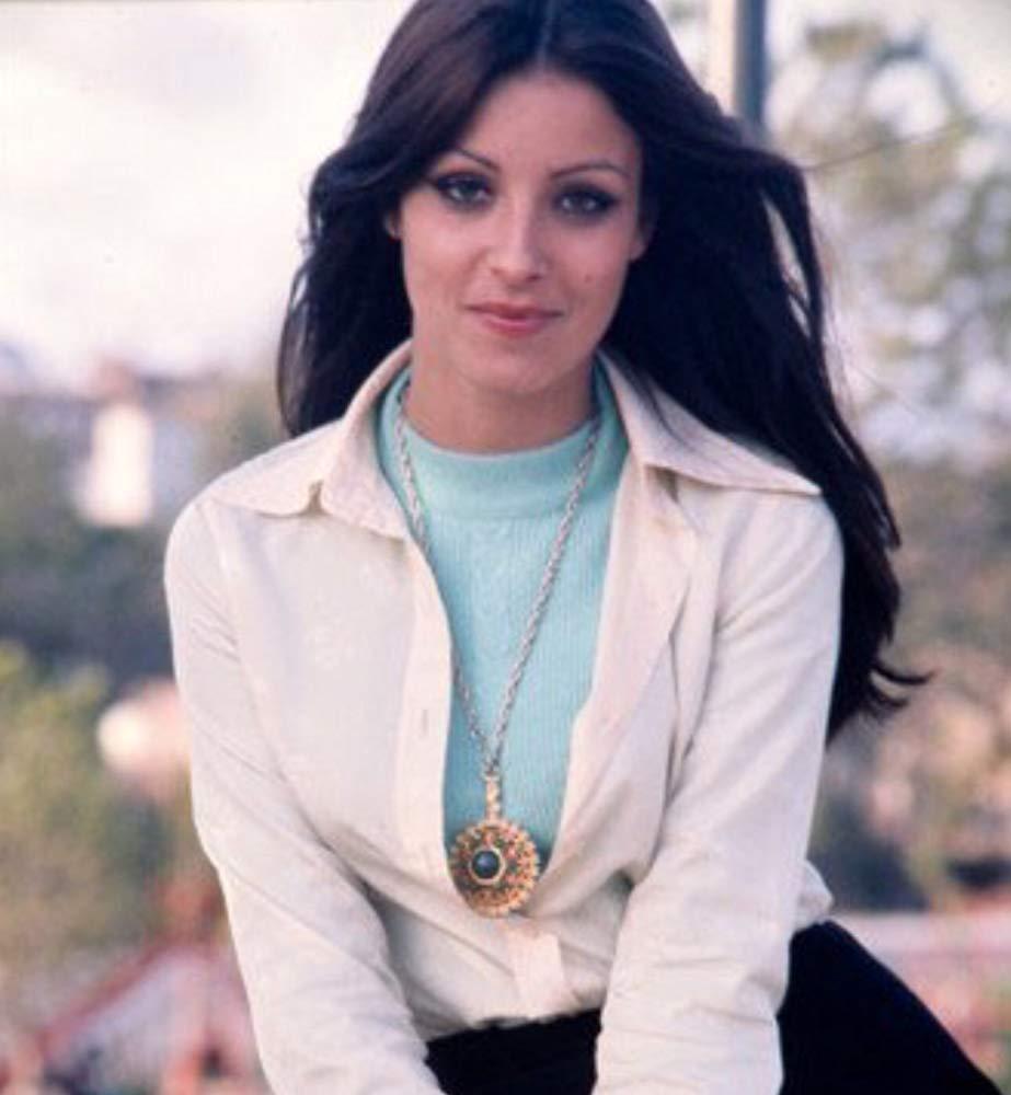 amparo munoz, miss universe 1974. † - Página 4 Mv5bmw10