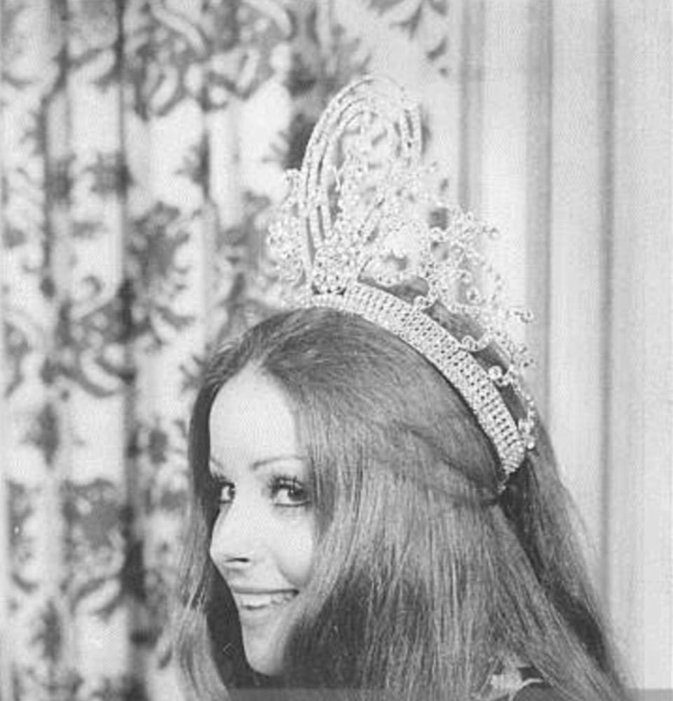 amparo munoz, miss universe 1974. † - Página 2 Mv5bnz10