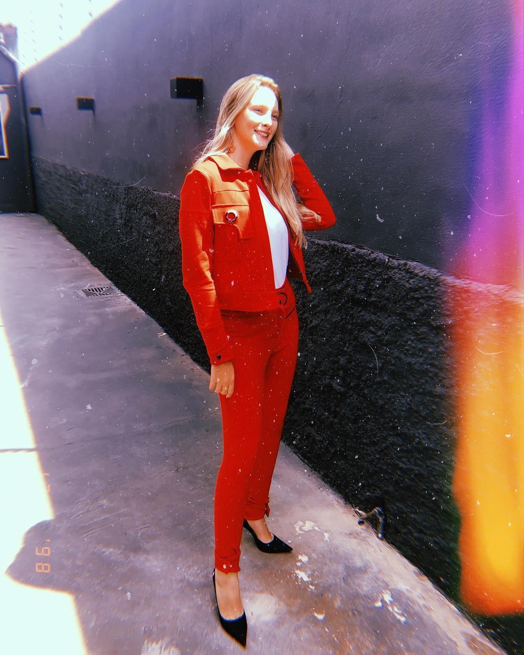 larissa neiverth, top 20 de miss brasil mundo 2019. - Página 3 Qggfog10