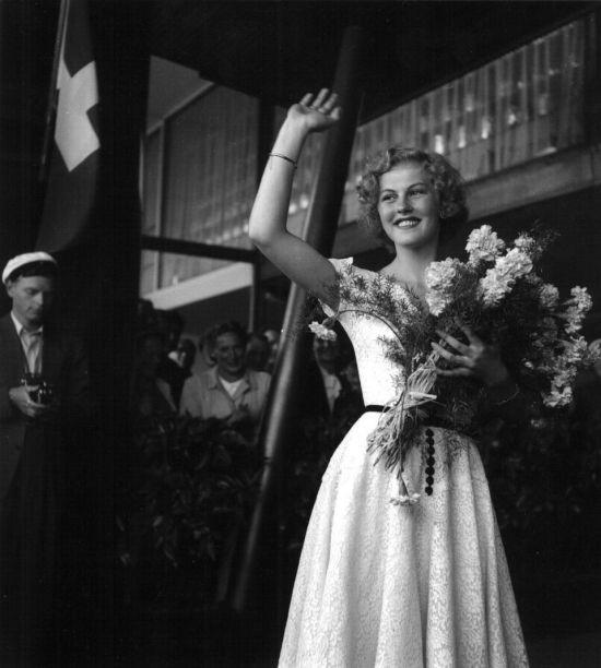 armi kuusela, miss universe 1952. primera mu. - Página 3 Rvu2kn10