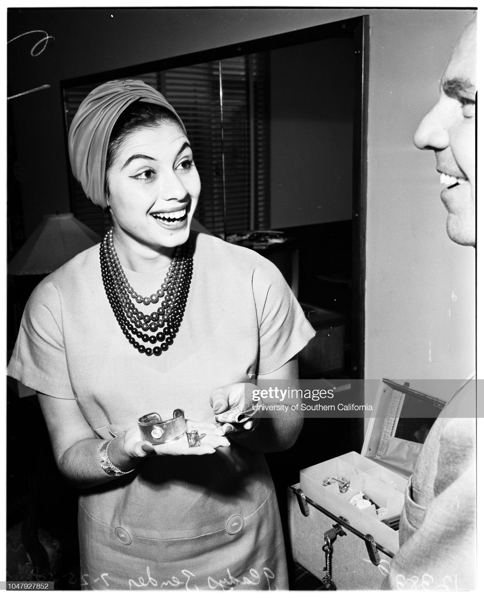 gladys zender, miss universe 1957. primera latina a vencer este concurso. - Página 4 Rvuwba10