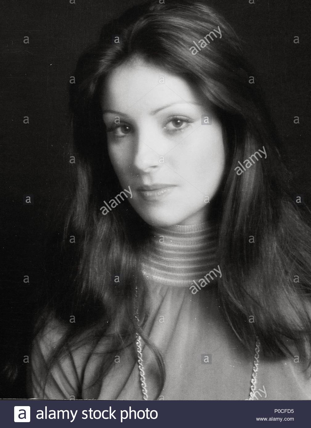amparo munoz, miss universe 1974. † - Página 4 Stars-10