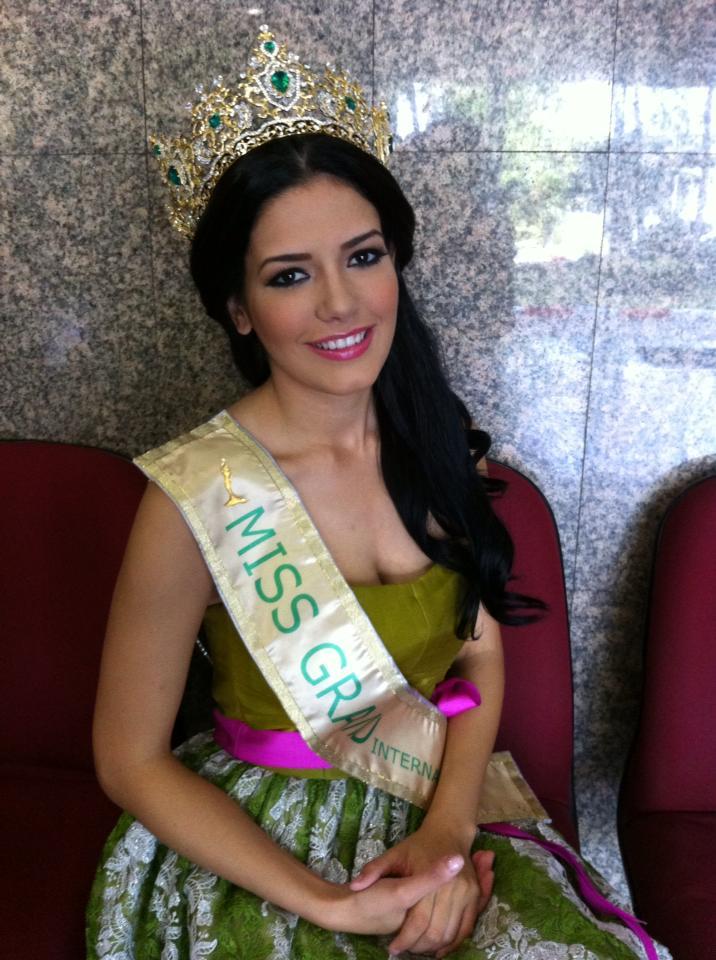 janelee chaparro, miss grand international 2013. - Página 2 Univer12