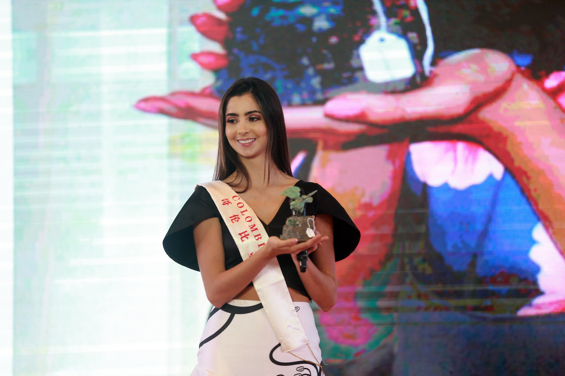 laura osorio hoyos, miss colombia mundo 2018. - Página 7 V3dre210
