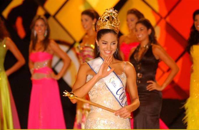 valerie dominguez, top 10 de miss universe 2006. - Página 2 Valeri27