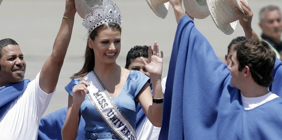 stefania fernandez, miss universe 2009. - Página 20 Venezu10