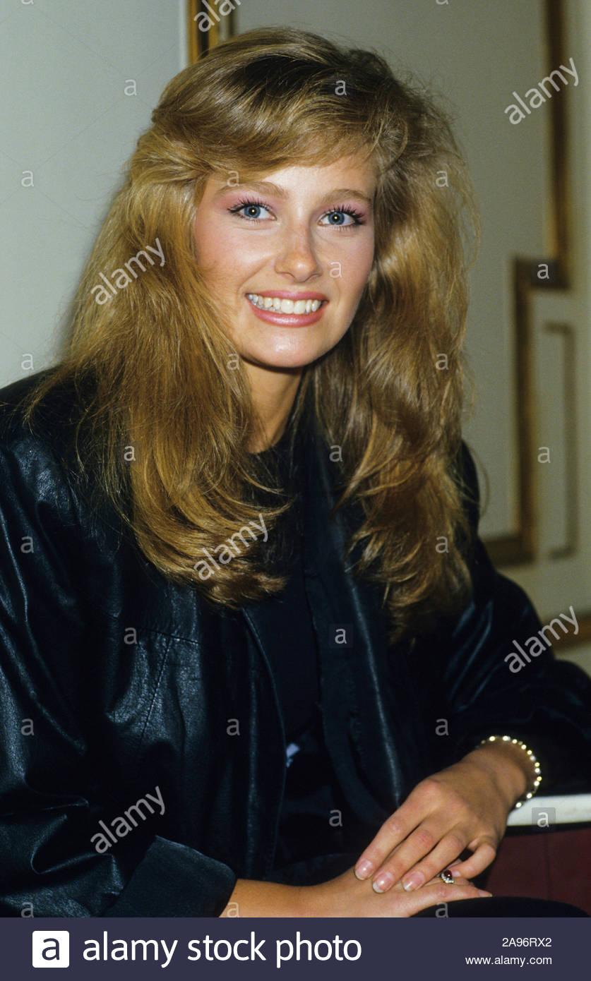 yvonne ryding, miss universe 1984. - Página 3 Yvonne11