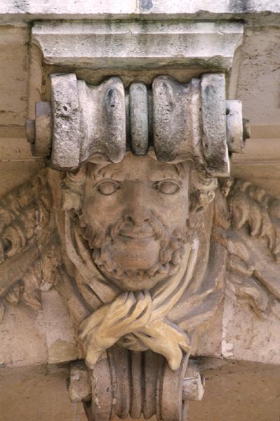Hercule, héros antique et allégorie royale 020510