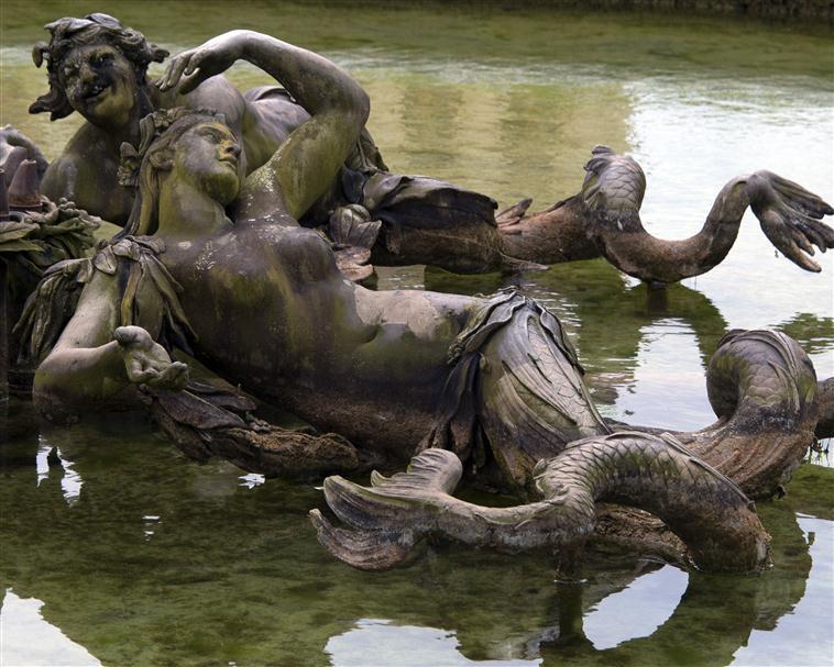 La sirène à Versailles, monstre hybride et dangereux 17-54710