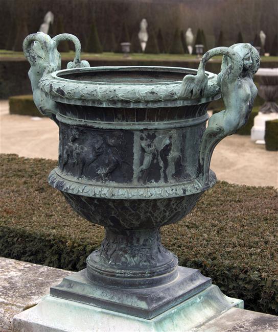 La sirène à Versailles, monstre hybride et dangereux 17-54716