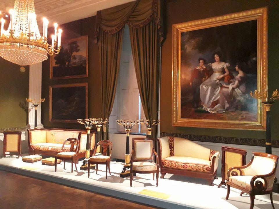 Le mobilier du château de Saint-Ouen s'expose à Maisons Dw4tl010