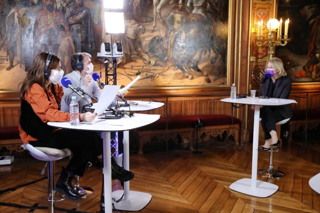 Radio Europe 1 et Mme Pégard à Versailles, 8 janvier 2021 Errvyc11