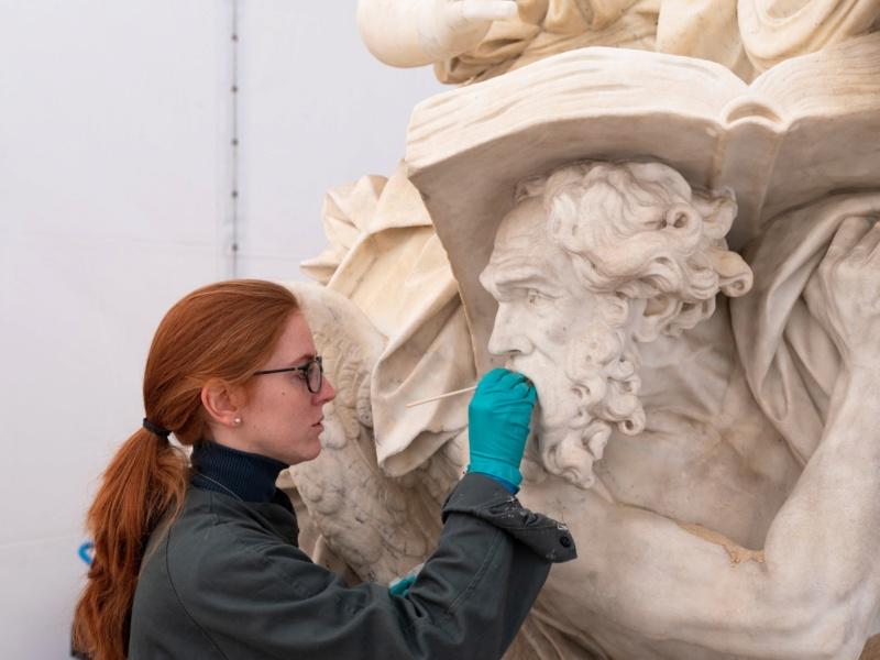 Visite à l'atelier de restauration des sculptures du C2RMF - Page 2 Evjco310
