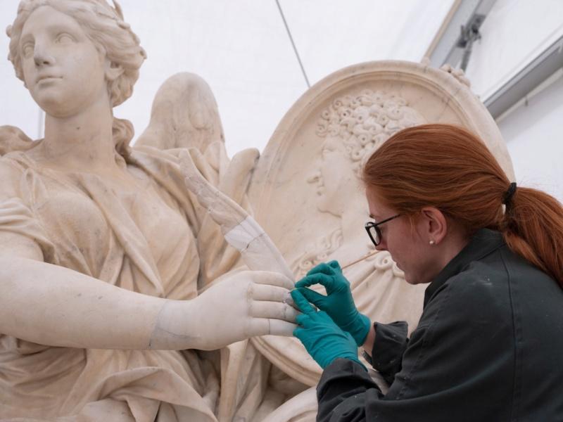 Visite à l'atelier de restauration des sculptures du C2RMF - Page 2 Evjdp610