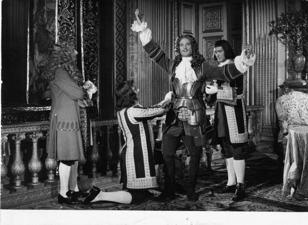 Si Versailles m'était conté par Sacha Guitry - Page 2 George10