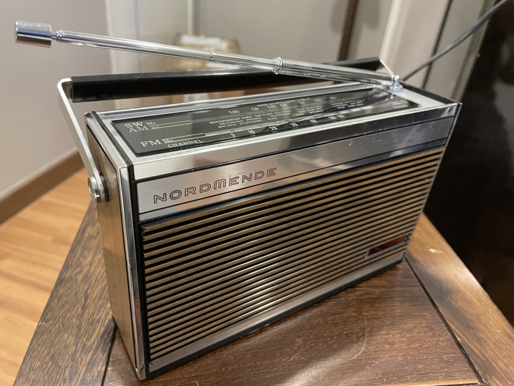 Normende Cambridge potable radio. 0ffa6f10