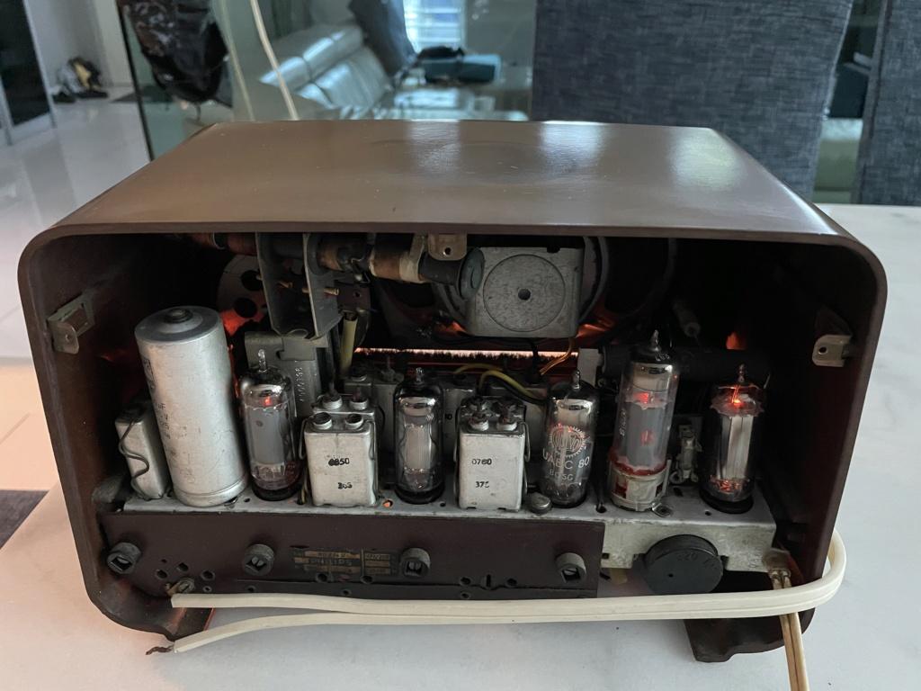 Phillips vintage tube radio. 16da5e10