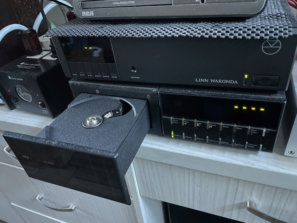 Meridian 206 CD player. 42bda310