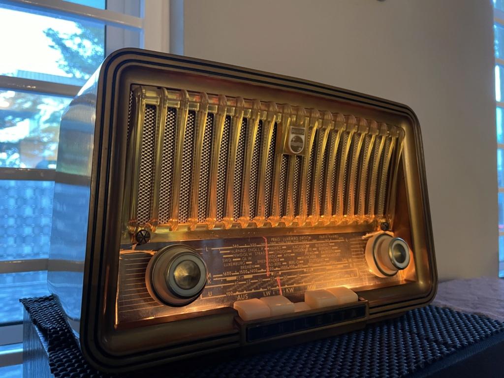 Phillips vintage tube radio. 90ec9c10