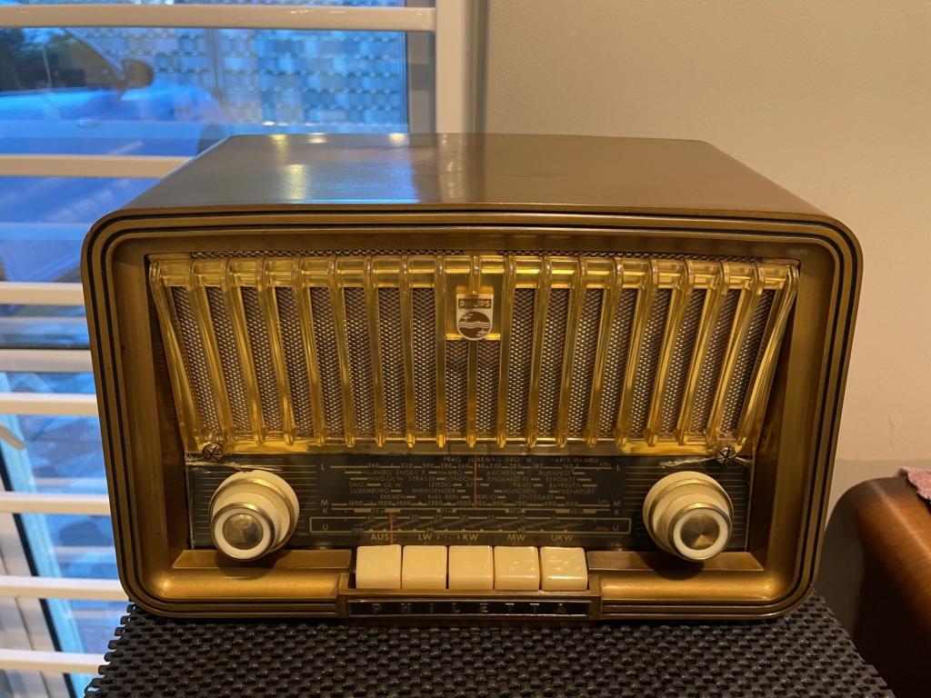 Phillips vintage tube radio. E017f410