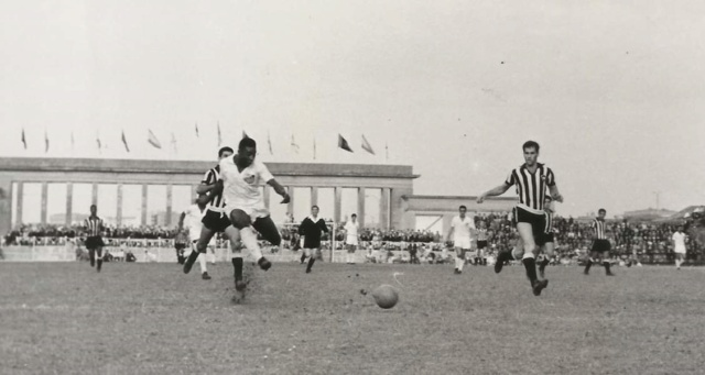 FOTOS HISTORICAS O CHULAS  DE FUTBOL - Página 5 Fb_img24