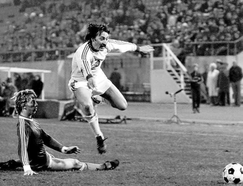FOTOS HISTORICAS O CHULAS  DE FUTBOL - Página 3 Malgre10