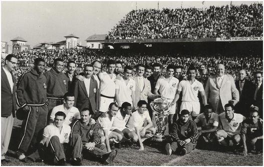 FOTOS HISTORICAS O CHULAS  DE FUTBOL - Página 5 Pele0612
