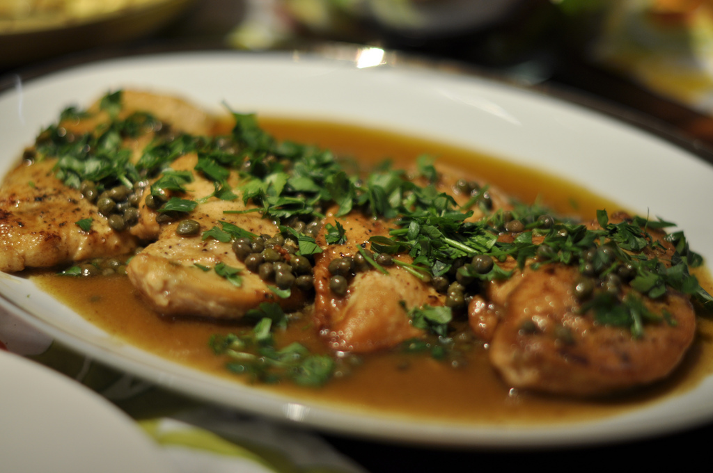 طريقة تحضير دجاج البيكاتا بصوص المشروم 46914510