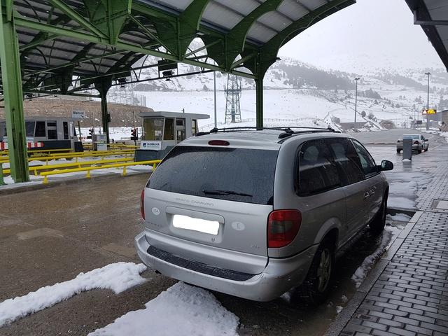 ¿Sabéis si es posible traer a España este coche? Carava11