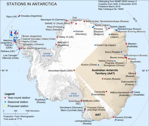Baza americana din Antarctica situata exact deasupra Polului Sud. Baze_i12