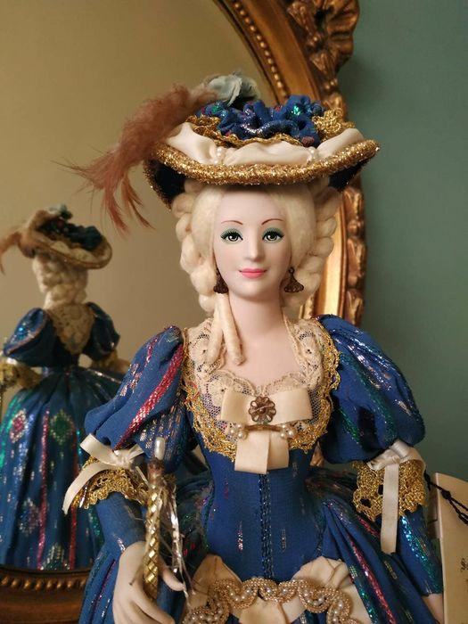 Poupées et jouets Marie Antoinette - Page 3 C6848d10