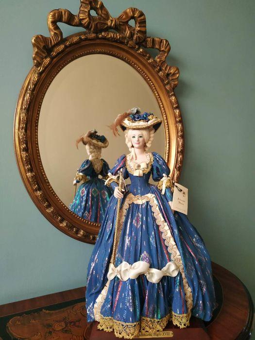 Poupées et jouets Marie Antoinette - Page 3 C6e33310