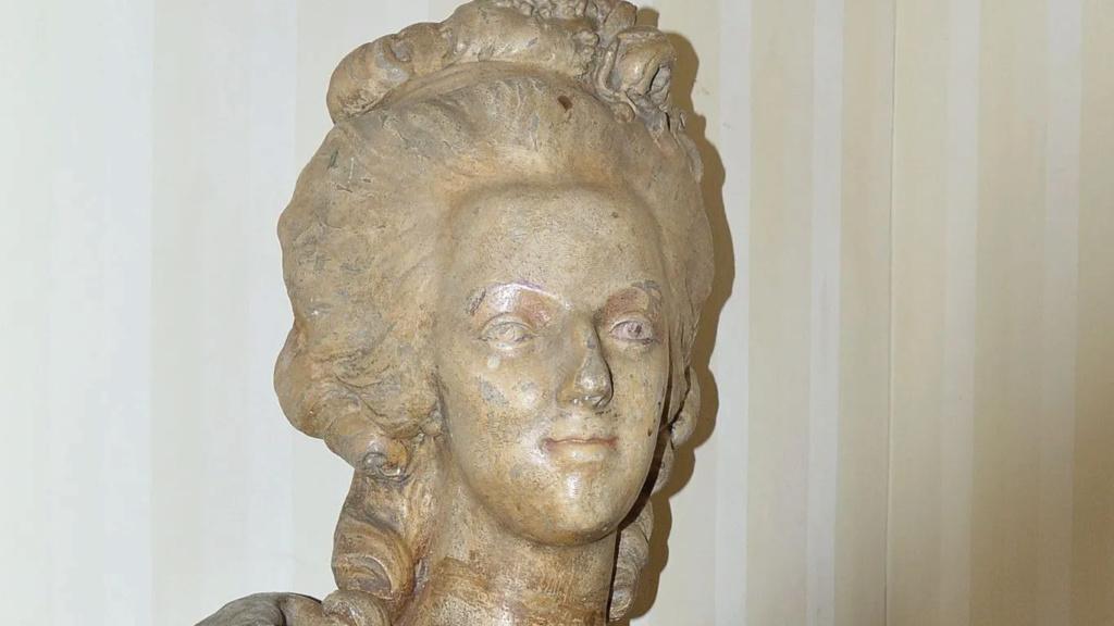A vendre: bustes Marie Antoinette - Page 10 Zzzz10